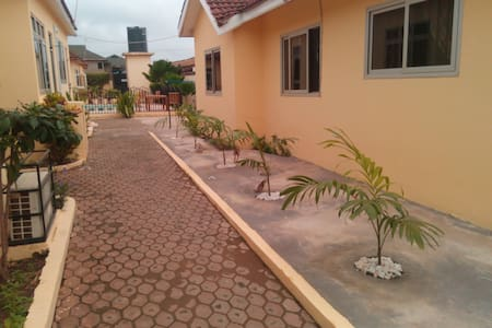 Accra Serviced villa -1 bed self contained Pool V4 - Accra