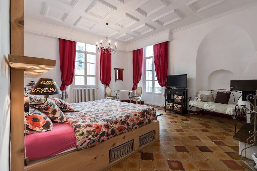 Appartement typique 3 chambres vieux nice 90m for Chambre a louer nice france