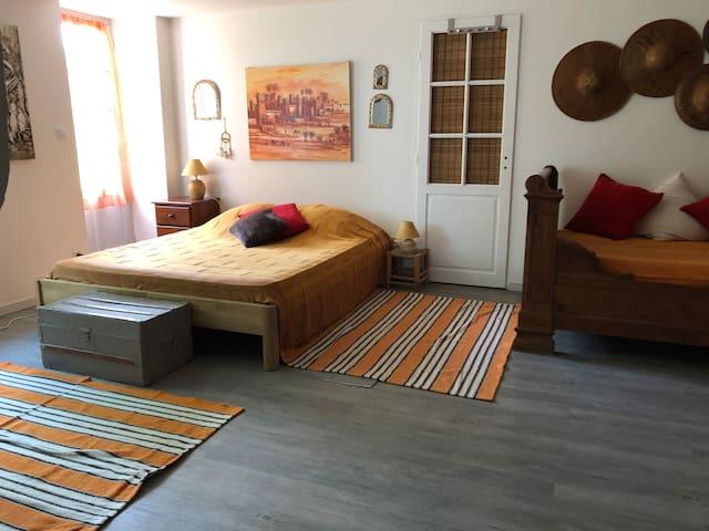 Grande chambre de 25 m2 avec lit de 160 et lit de 120