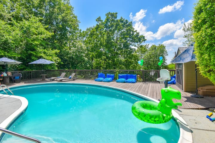 Enjoy a beautiful day at your private pool.  Surrounded by woods with birds chirping this deck is the perfect place to sip wine, drink a margarita or just relax and catch up with good friends. New bean bag floats and 4 layout chairs for unwinding.