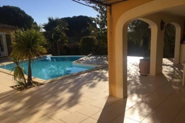Très belle villa languedocienne au calme - ビジエ (Béziers) - 別荘