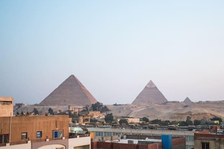 Deluxe Three Bedroom Pyramids Apartment - 11