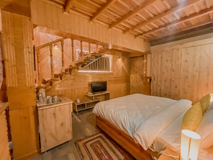Cedar Wood Private Room in Ramgarh Vatika