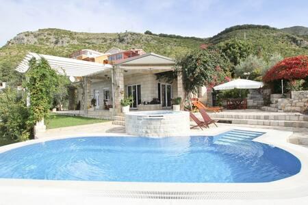 Beautiful Villa with swimming pool - Pržno