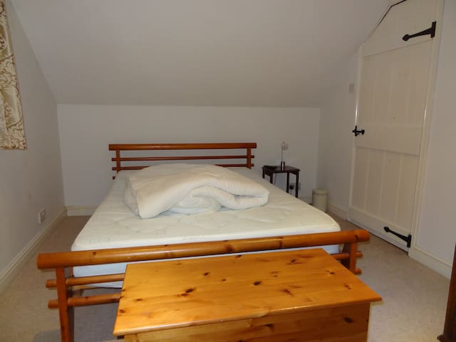 Cosy Double Room in Charming Cottage Available
