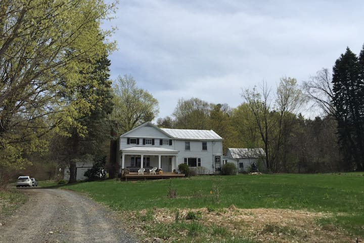 Kittle Farm House, pool, 5 mins to Hudson, private - Hudson - Hus