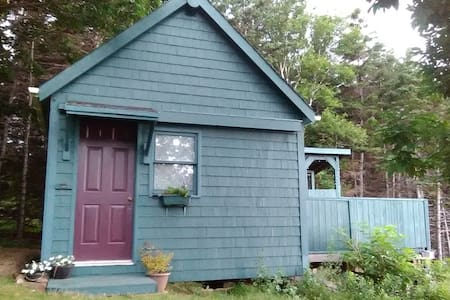 The Trailhead - Pollett's Cove Hiker's Guest Cabin