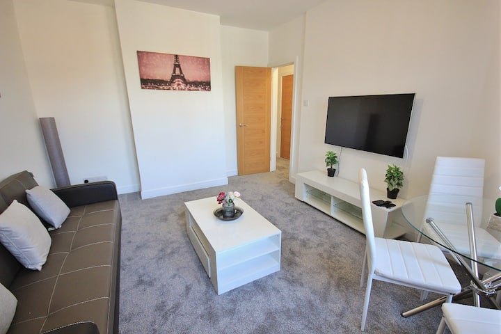 Modern Two Bedroom Spacious Apartment