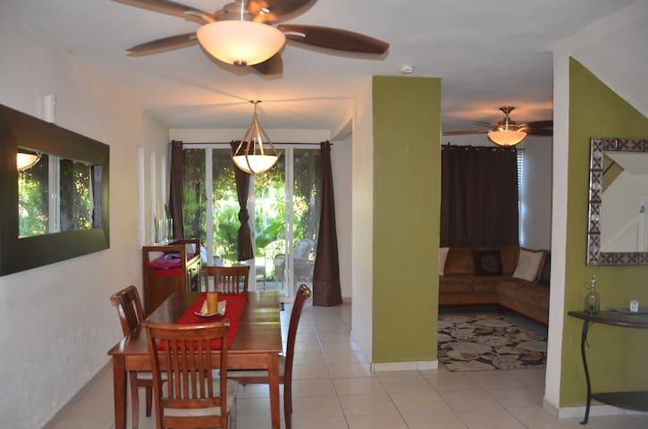 Casa Elaine - Cozy home w/pool & close to beaches