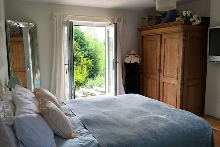 Beautiful Rooms 10 min Gatwick Airport short stay - Beare Green - Hus