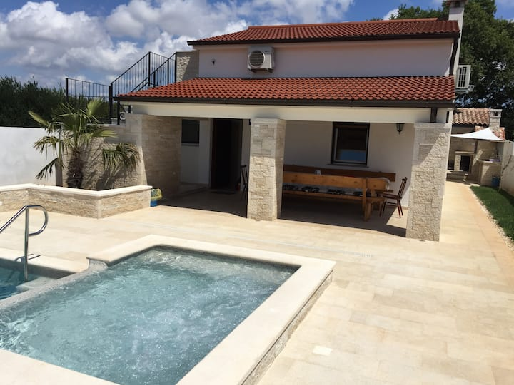 Vila Pomer Swimming Pool