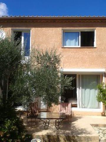 Maison à louer le week end ou  en semaine impaire - Castillon-du-Gard - Huis