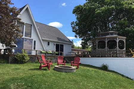 Beautiful Lake House Directly on Hubbard Lake