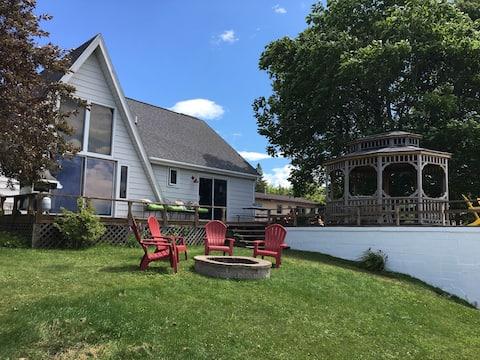 Beautiful Lake House Directly on Hubbard Lake