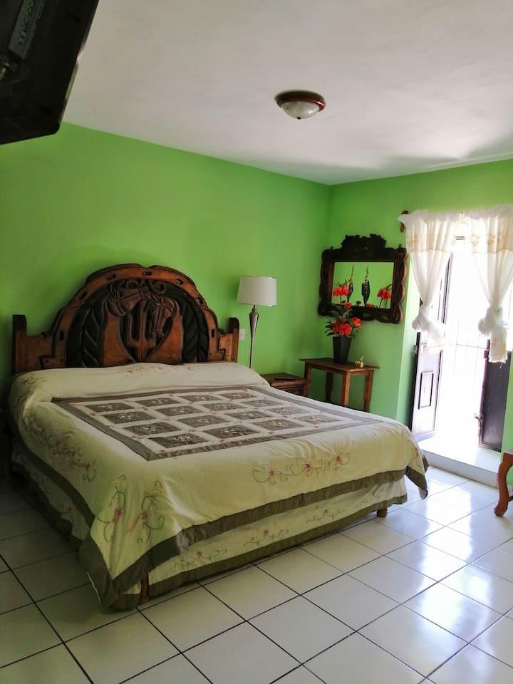 """Centro de Bernal! """"Hotel Chely"""" King Size!"""