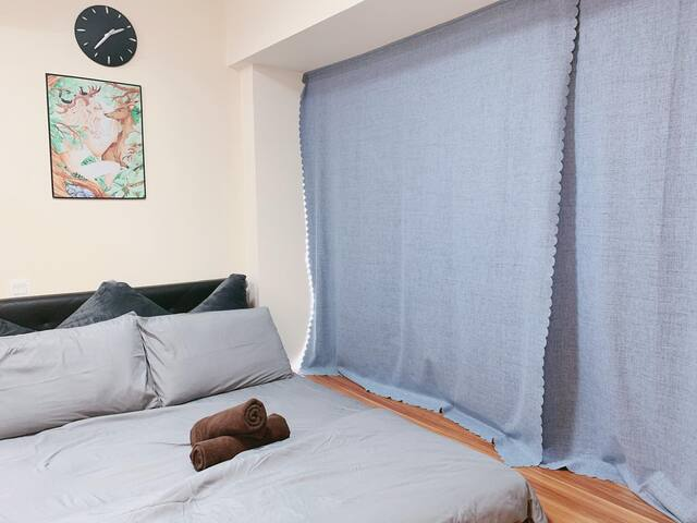 Amazing Spacious 1 Bedroom Apt Unit @ SG Central ~