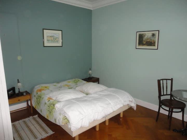 chambre 12 m2 dans maison de ville calme
