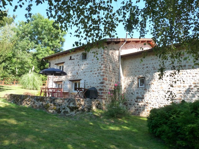 Ruime vakantiewoning met grote tuin - La Gresle - House