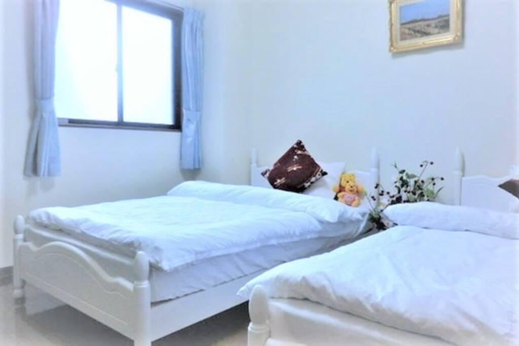 Double bed 120cm×210cm×2 ダブルベッド 120cm×210cm×2   大型双人床2张 120cm×210cm×2