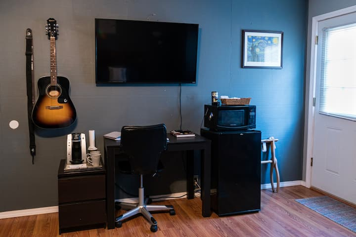 Music Room with Private Entrance Near Downtown
