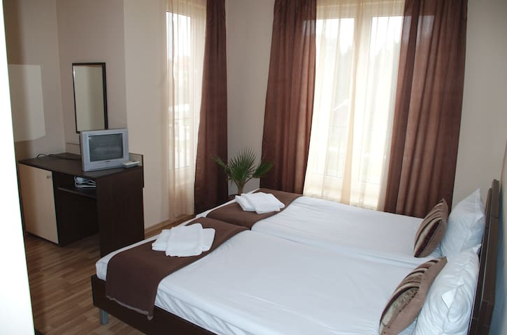 Private room, 1km from the beach