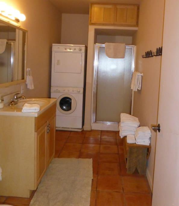 Lodge - Coyote Suite Bath