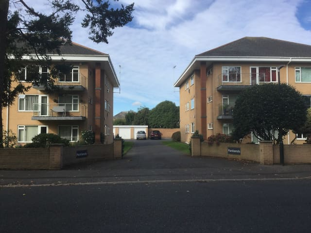 SUPERB PROPERTY IN UPMARKET LOCATIO - Bournemouth - Apartment
