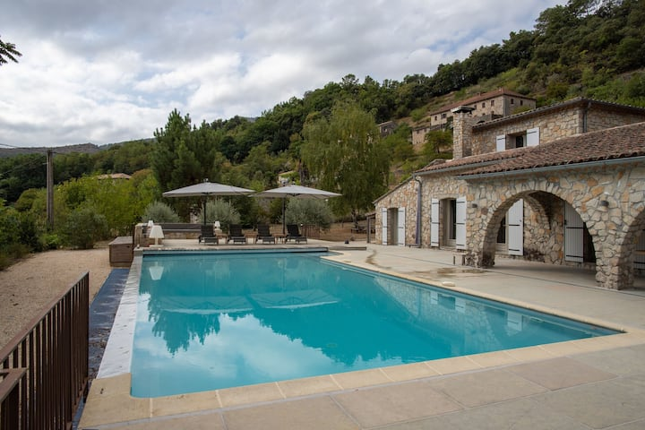 Lively Villa in Les Salelles with Private Swimmiing Pool