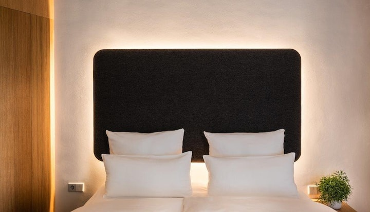 Modern Rooms in Schoeneberg with Digital Check-In