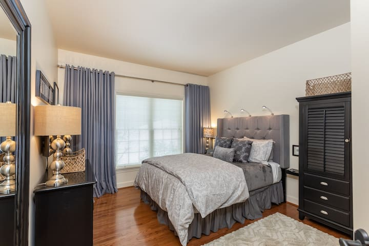 Luxurious 2-room Private Acorn Suite in Webster.