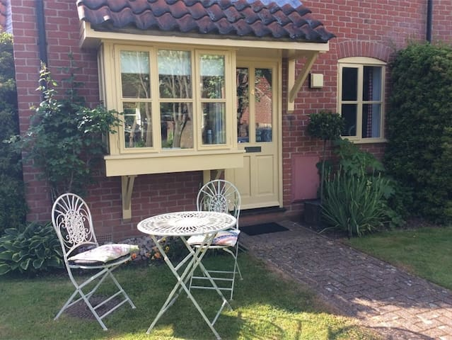 Cosy cottage in North Norfolk- 10minutes to Wells