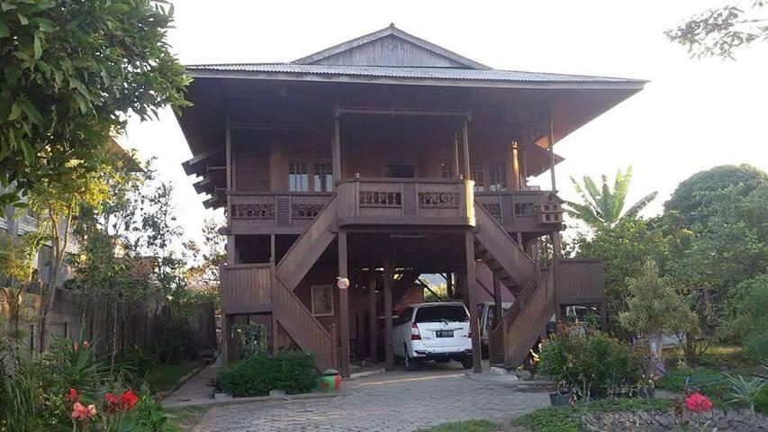 Villa Classic Wood - Batu - Vila