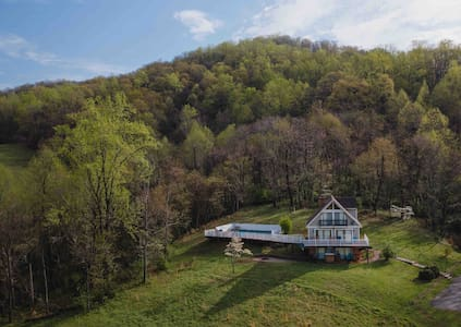 Secluded Mountain Home- Big groups Ski Winery Pool