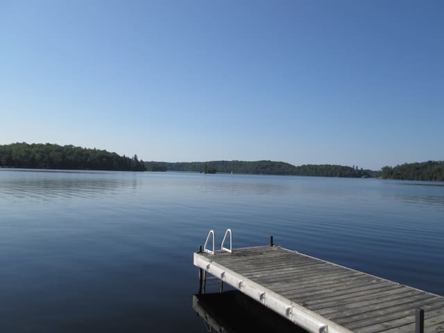 Peaceful Southfacing Lakefront Cottage