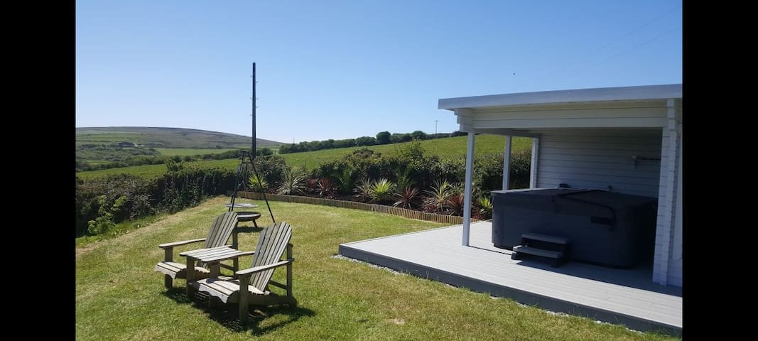 Ramblers Rest-Rural Retreat with Lovely Views& Spa