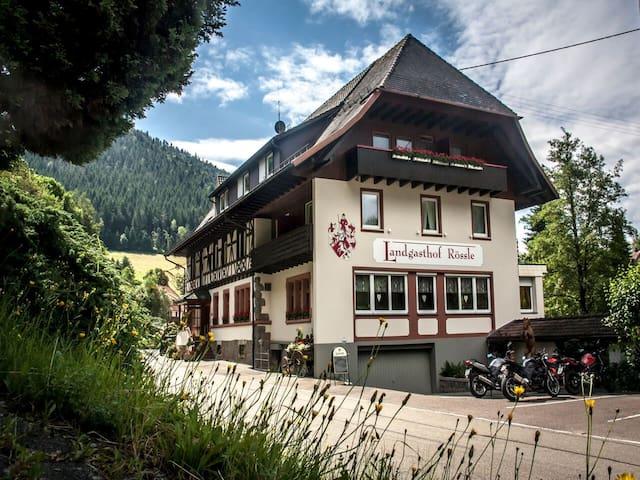 Landgasthof-Hotel-Rössle, (Elzach - Oberprechtal), DZ Kategorie A mit Dusche/WC