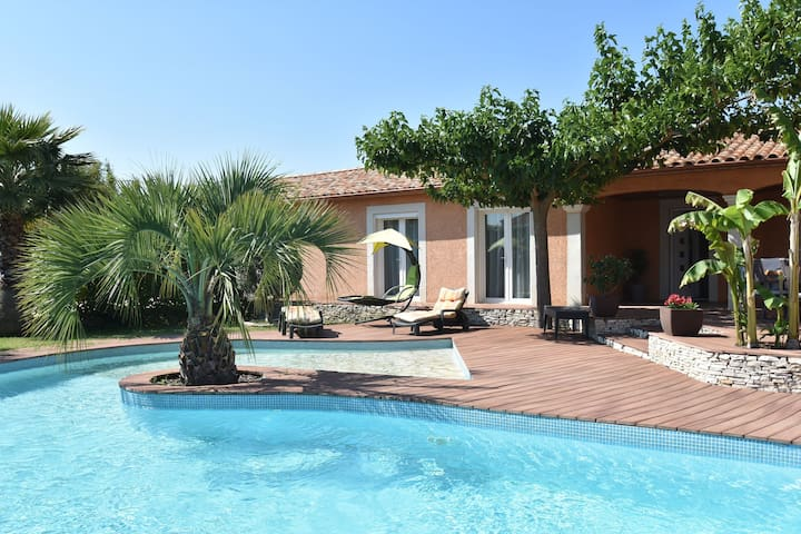 Luxury house with fantastic terrace and very private pool near Nîmes