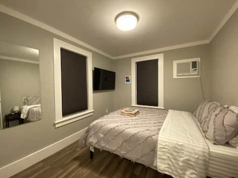 Queen Bed Studio, Recently Remodeled, Kitchen/Bath