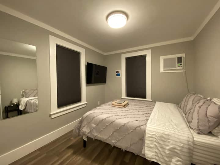 Queen Bed Studio, Recently Remodeled, Kitchen/Bath