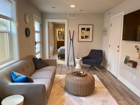 Modern Alberta Arts District private apartment!