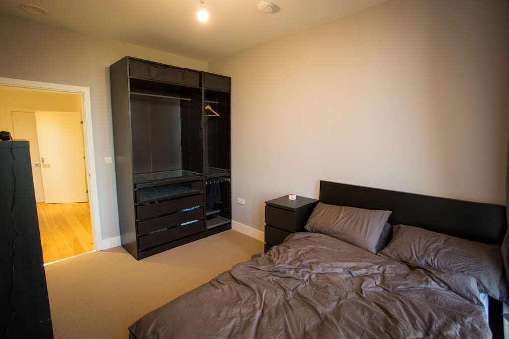 Large double room with wardrobe space