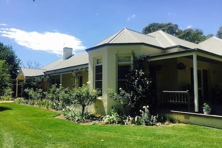 Beautiful Burradoo Country Home - Burradoo - Rumah