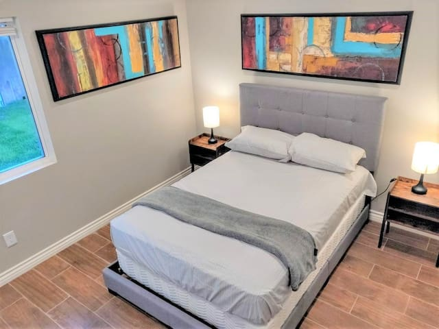 Riverside New PRIVATE Master Suite (Min 31 days)
