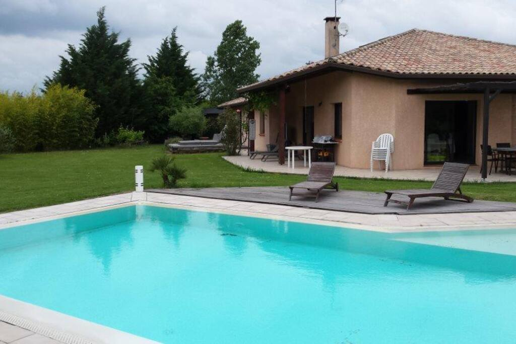 Suite parentale ind pendante avec jacuzzi piscine houses for La piscine translation