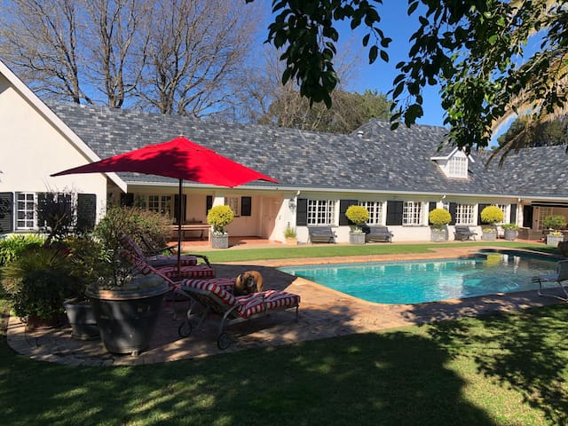 Quiet Garden Cottage,Sleeps 4, Somerset West