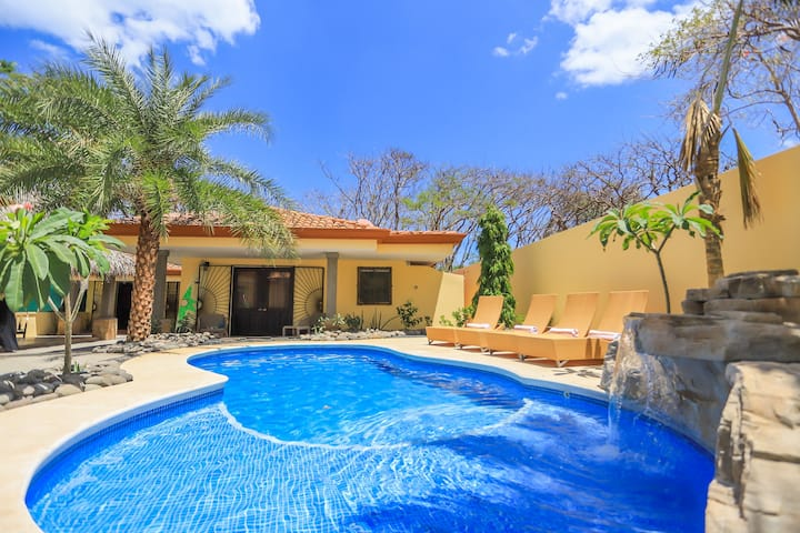 Spectacular home only 100 mts to the beach w/ Private pool!!! CASA SURF