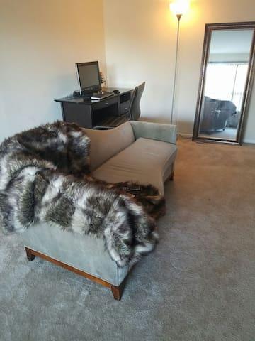 Luxury lower level high-rise. - Fort Washington - Apartmen