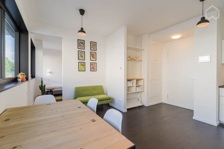 Central design apartment direct at the River Spree