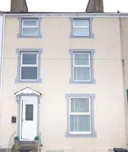 Awel-y-Don Town House - Holyhead - Rumah