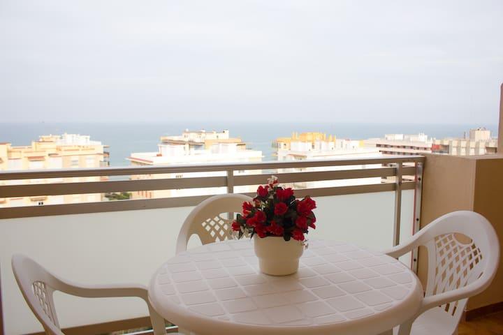 Amplio apartamento junto a la playa